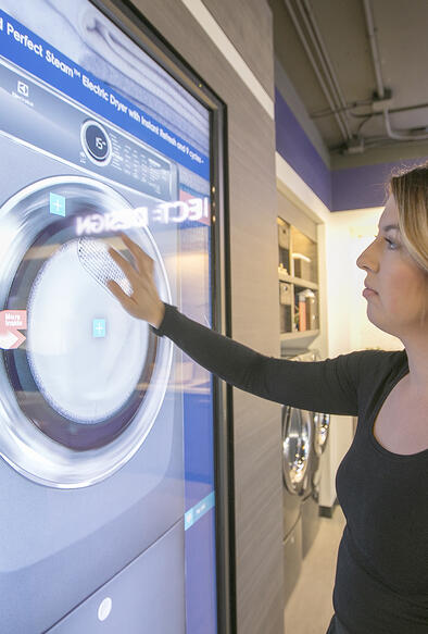 INCREASE CUSTOMER ENGAGEMENT IN RETAIL WITH INTERACTIVE TOUCH SCREENS