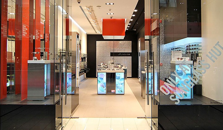 high end digital signage in high end store